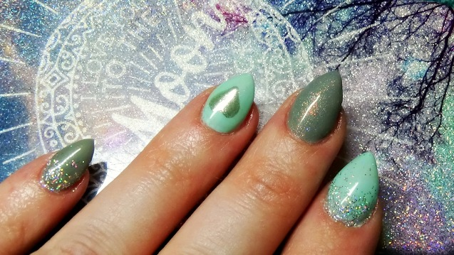 mint-grey-nails